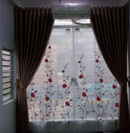 rèm hai lớp voan thêu hoa hồng