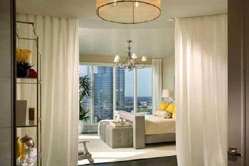 rèm ngăn phòng khách ngủ màu trắng