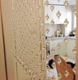 trang trí cửa ngăn bằng rèm pha lê