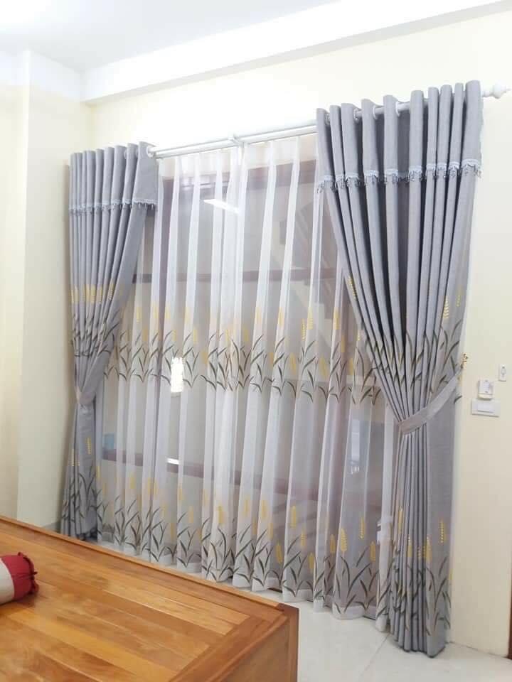 Mẫu rèm vải thô kết hợp với voan hoa văn
