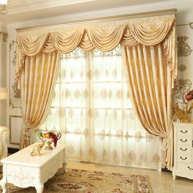 Rèm vải bằng chất liệu gấm giúp cản sáng và làm tăng hiệu ứng thị giác cực tốt