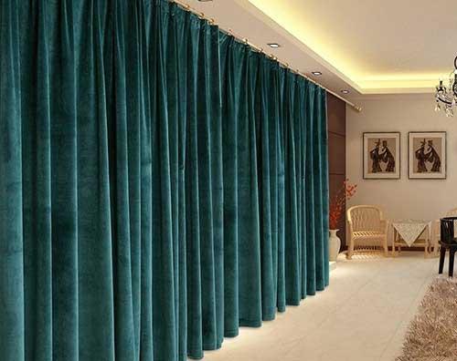 Rèm vải bằng chất liệu nhung tạo cho người dùng cảm giác quý tộc và vô cùng sang trọng