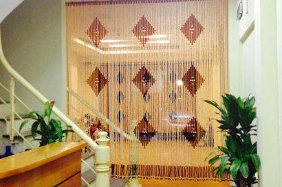 rèm hạt gỗ ngăn phòng
