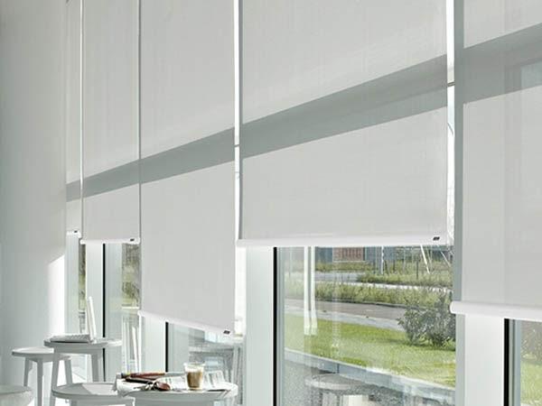 Lựa chọn không gian phù hợp để sử dụng rèm chống nắng tự cuốn
