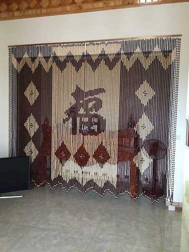 Rèm gỗ - mẫu rèm không thể bỏ qua cho bàn thờ chung cư