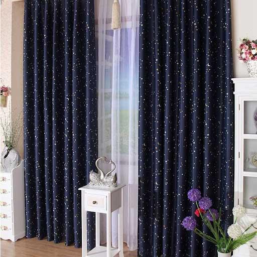 Rèm màu xanh đen được lấy ý tưởng từ bầu trời và những vì sao.