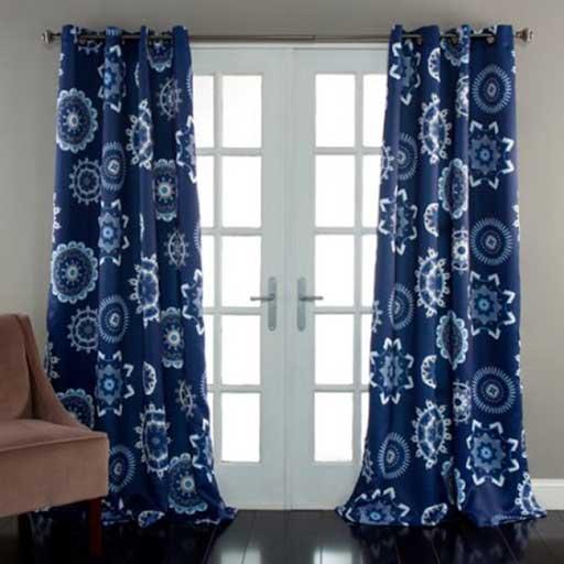 Mẫu rèm cửa xanh coban với họa tiết hình tròn.