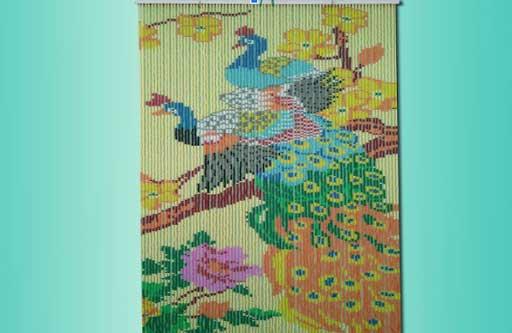 Rèm cửa hạt nhựa kết tranh Chim Công