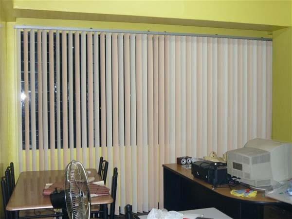 Rèm lá dọc 2 màu che nắng cửa kính