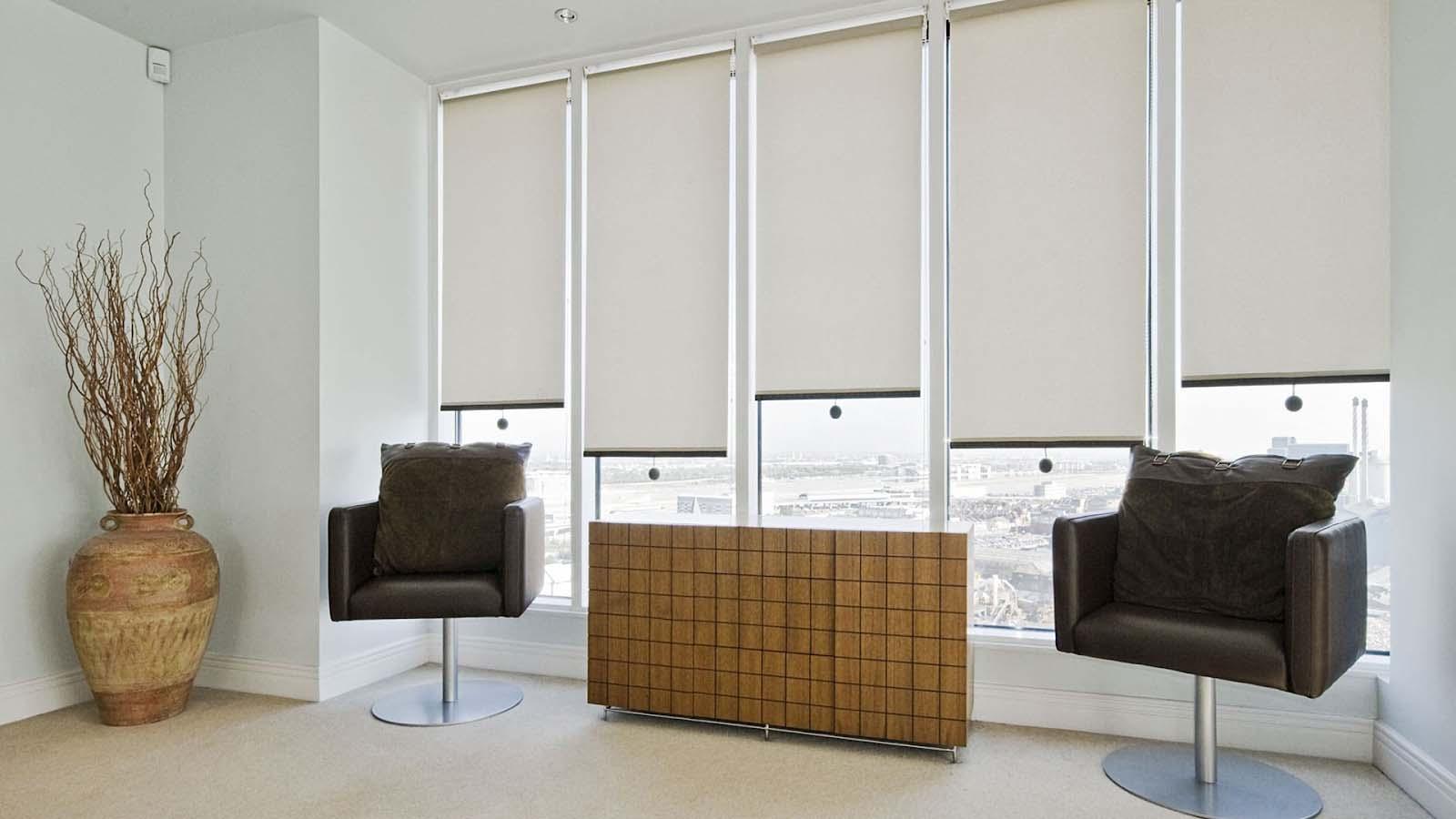 rèm cuốn trơn 1 màu chống nắng văn phòng
