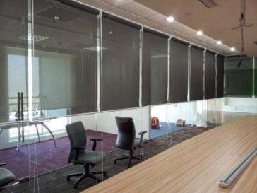 rèm lưới phù hợp cho văn phòng có kính cường lực