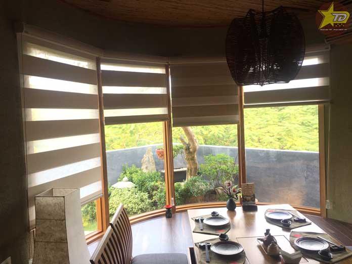 rèm cầu vông sử dụng trong nhà hàng hatoyama