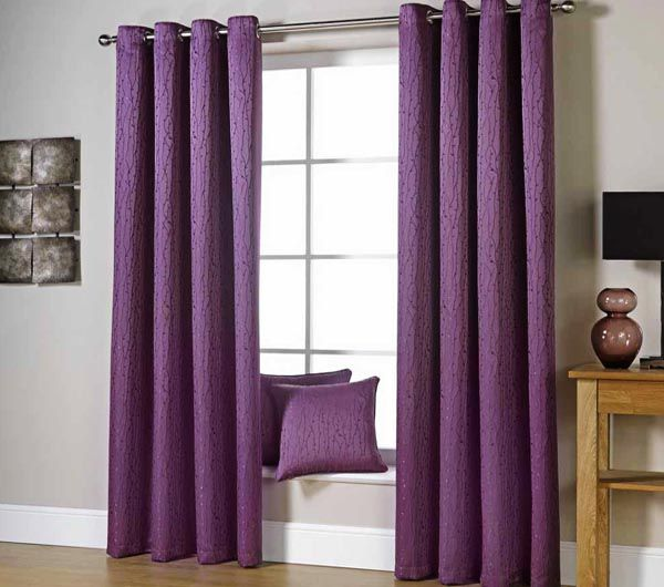 Rèm vải màu tím vô cùng nổi bật