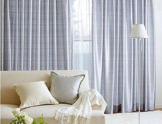 Rèm vải màu xám bạc phù hợp mọi phong cách