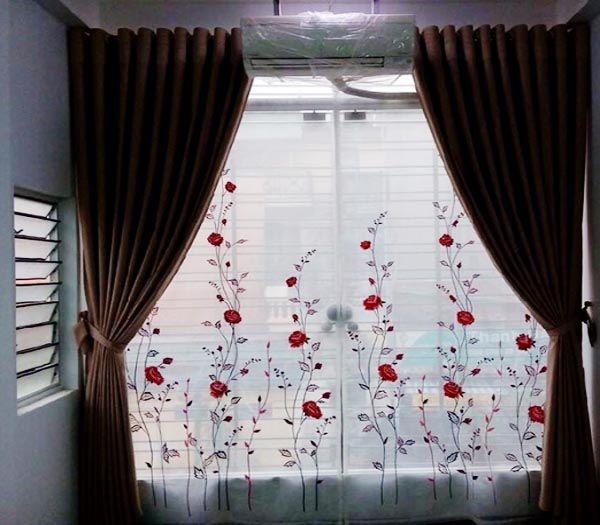 Rèm vải voan thêu hoa hồng nổi bật