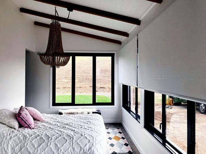Lắp đặt rèm cửa cuốn trang trí căn phòng theo phong cách hiện đại