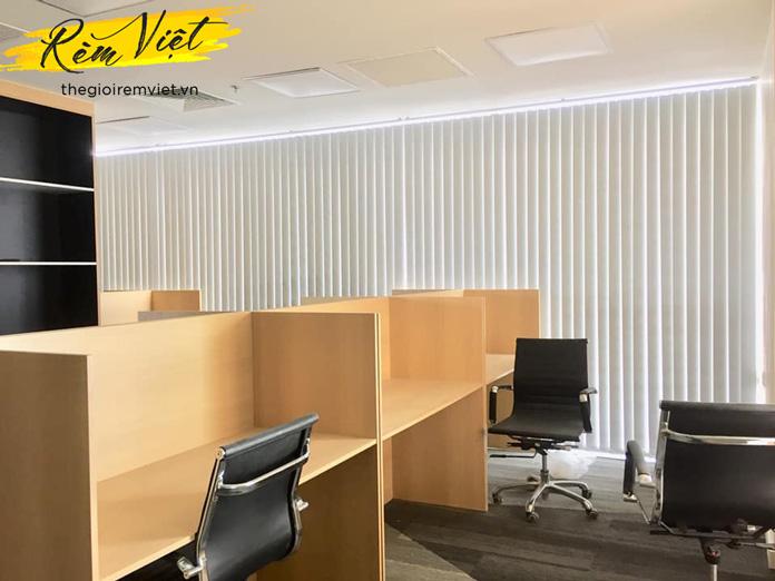 Rèm lá dọc văn phòng màu trắng