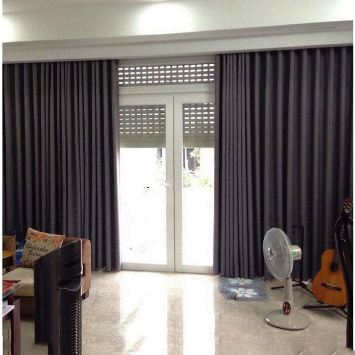 Rèm vải trơn một lớp màu ghi cho cửa chính