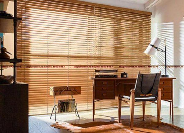 Lắp đặt rèm sáo gỗ cho không gian văn phòng hiện đại