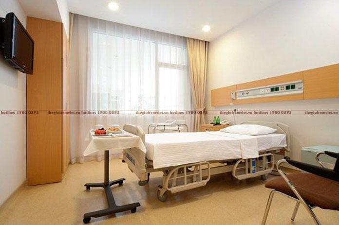 Rèm vải che nắng cửa sổ phòng dịch vụ bệnh viện