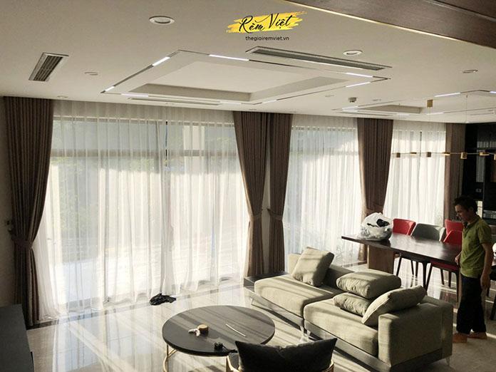 Trang trí không gian phòng bằng rèm vải hai lớp