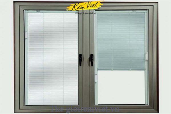 Cửa sổ mở quay 2 cánh dùng rèm trong hộp kính