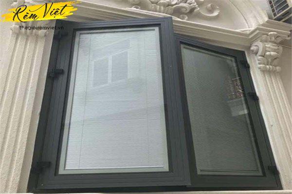 Cửa sổ nhôm kính kết hợp rèm kính thông minh kéo tay