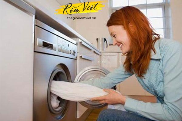 Giặt rèm vải bằng máy giặt tại nhà