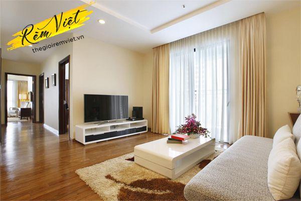 Màu sắc của rèm cửa phù với phong cách phòng khách chung cư