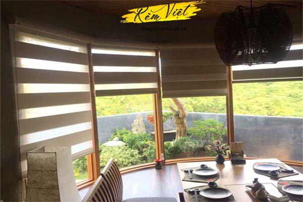 Rèm cầu vồng cho không gian nhà hàng gần gũi thiên nhiên