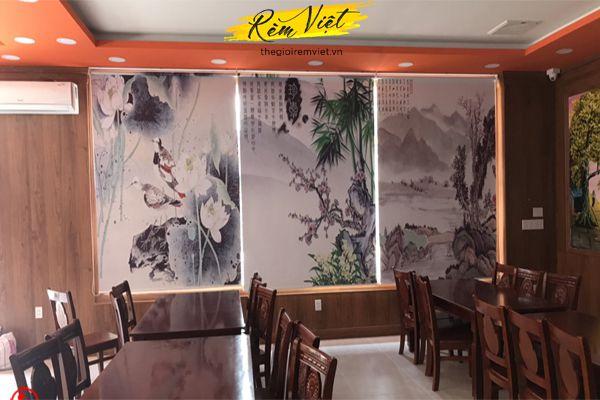 Rèm cửa nhà hàng hãng rèm cuốn in tranh đẹp sang trọng