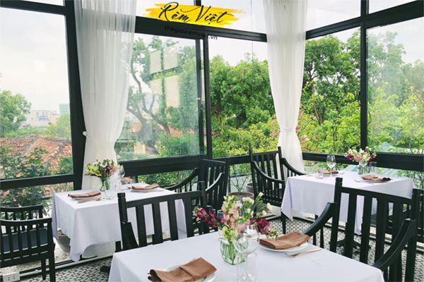 Rèm cửa nhà hàng bằng rèm voan mỏng cho phong cách nhà hàng nhẹ nhàng, ngọt ngào
