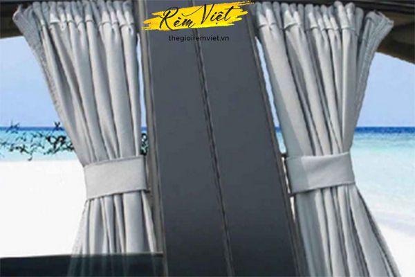 Rèm kéo ô tô chất liệu vải, giúp cản sáng, cản nhiệt hiệu quả