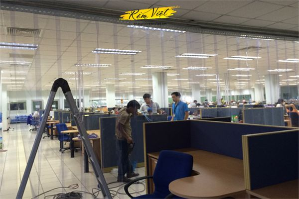 Sử dụng rèm nhựa ngăn lạnh trong các không gian văn phòng