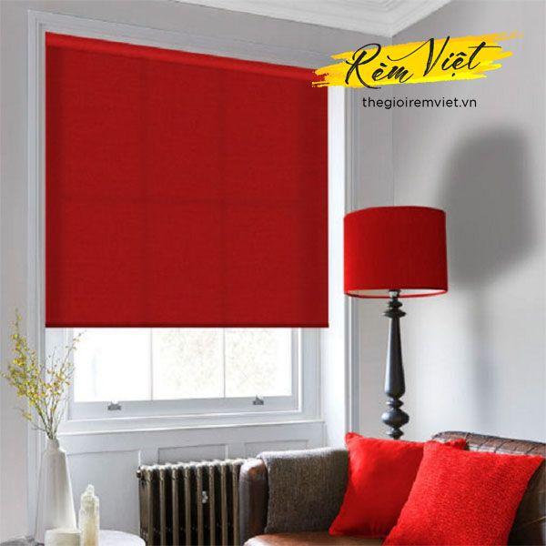 Rèm cửa sổ màu đỏ tươi dạng cuốn